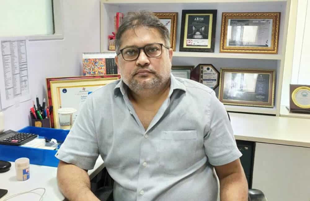 Sabarna Roy - An Author who knows how to make his readers look within